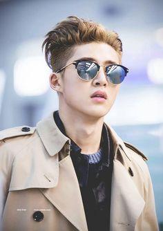 50 shade of B.I glasses Bobby, Round Sunglasses, Mirrored Sunglasses, Kim Hanbin Ikon, Ikon Member, Hip Hop, Ikon Wallpaper, Double B, Flower Boys