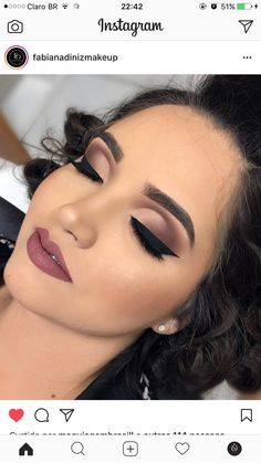 Burgundy lipstick, nice eye makeup in 2020 Glam Makeup, Makeup Inspo, Eyeshadow Makeup, Bridal Makeup, Wedding Makeup, Makeup Inspiration, Face Makeup, Eyeshadow Palette, Hair Wedding