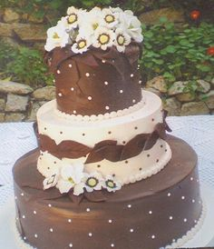 Brown and White Daisy Cake