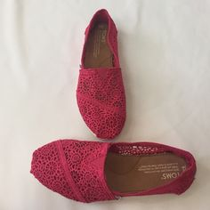 Toms New without box. Knit Toms 💛Price is firm, NO paypal or NO Trades. 10% Discount given on bundles only. 💛 No Holds 💛 TOMS Shoes Flats & Loafers