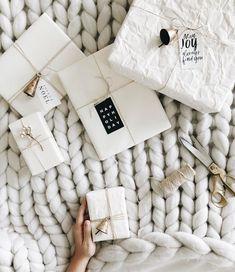 8 beautiful rustic gift wrapping ideas (my scandinavian home) - - Kochen - Christmas Gifts Creative Gift Wrapping, Present Wrapping, Wrapping Ideas, Creative Gifts, All Things Christmas, Christmas Time, Christmas Crafts, Christmas Decorations, White Christmas