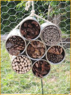 In my garden # 11 – Ninette sews – # sews – Garden Projects Garden Crafts, Garden Projects, Garden Art, Fence Garden, Bug Hotel, Pallets Garden, Succulents Garden, Permaculture, Dried Flowers