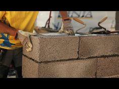 Bjørn bygger bo, episode 2 - muring. Et solid hus trenger solid materiale i veggene. I denne episoden mures de utvendige veggene opp og Björn snakker om hvordan man bygger en sterk og godt isolert ramme. #murning #Bjørnbyggerbo #finja #elskebetong