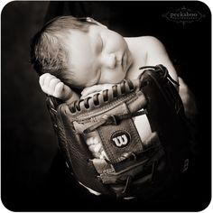 Ideas baby pictures newborn baseball dads for 2019 Baby Boy Photos, Newborn Pictures, Baby Pictures, Family Pictures, Cute Kids, Cute Babies, Baby Kids, Children Photography, Newborn Photography