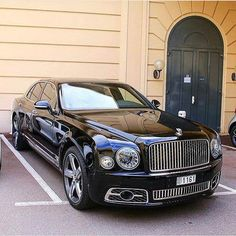 Bentley Mulsanne (The Limousine Supercar) - Super Car Center Luxury Sports Cars, Exotic Sports Cars, Best Luxury Cars, Exotic Cars, Sport Cars, Bentley Auto, Bentley Motors, Supercars, Jaguar Xj
