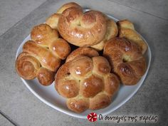 Easter cookies (koulourakia) Recipe by Cookpad Greece Greek Sweets, Greek Desserts, Greek Recipes, Sweets Recipes, Easter Recipes, Wine Recipes, Cooking Recipes, Easter Ideas, Best Greek Food