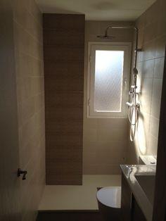 Reforma de baño, con azulejos marca VIVES, plato de ducha de resina blanca, grifería termostática TRES Toilet, Bathtub, Bathroom, Home, Shower Trays, Resin, Tiles, Projects