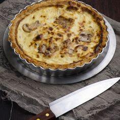 Τάρτα με μανιτάρια σοτέ, κατσικίσιο τυρί και λάδι λευκής τρούφας Savoury Baking, Greek Recipes, Goat Cheese, Starters, Stuffed Mushrooms, Rolls, Cooking, Desserts, Food