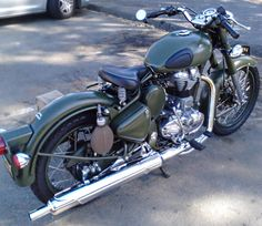 Royal Enfield military model - with no logo on tank or side box. #whizzywheel