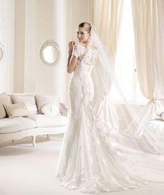 O rochie expresivă şi delicată, pentru o mireasă asemenea: http://www.cristalmariage.ro/colectia-2014/la-sposa/colectia/idde