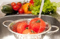 Washing fruits and vegetables is just as important as having them in your daily diet. Find an easy and affordable alternative to store-bought cleaners with this Homemade Fruit and Vegetable Wash. Fruit And Vegetable Wash, How To Wash Vegetables, Fruits And Vegetables, Organic Soup, Real Food Recipes, Healthy Recipes, Easy Recipes, Cocina Natural, Sports Nutrition