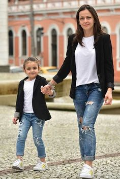 42 Cute Mommy And Me Outfits You'll Both Want To Wear - *Mommy and me Fashion* - Kids Outfit Mom And Baby Outfits, Twin Outfits, Little Girl Outfits, Little Girl Fashion, Kids Fashion, Toddler Fashion, Toddler Outfits, Toddler Girls, Mother Daughter Matching Outfits