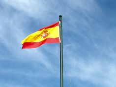 España...sus colores son los que utilizaban los Reyes Católicos en sus reinos de Castilla y Aragón.
