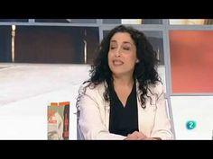 Nuria de León Santiago, novelista catalana y gitana, hija de la bailaora 'la Chana'. En su casa, cuenta, se podían ver, siendo ella pequeña, a músicos como Rodrigo o Paco de Lucía o el Caracol, o pintores como Dalí.