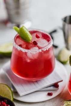 This Cranberry Vodka Press is the perfect holiday cocktail! With just THREE ingredients, it's a lighter spin on a traditional Vodka Cranberry Juice. Cranberry Juice And Vodka, Easy Cranberry Sauce, Margarita Recipes, Cocktail Recipes, Drink Recipes, Alcohol Recipes, Dinner Recipes, Holiday Drinks, Fun Drinks