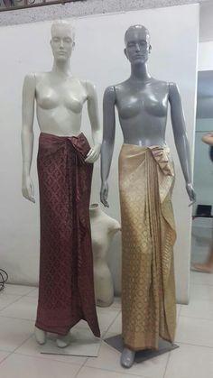 ด Kebaya Lace, Kebaya Hijab, Batik Kebaya, Kebaya Muslim, Blouse Batik, Batik Dress, Blouse Dress, Thai Traditional Dress, Traditional Outfits