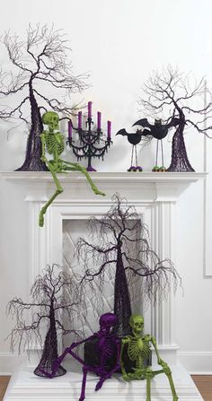 There are SO many DIY Halloween decoration ideas here! But I loved the idea to spray paint and even glitter your skeletons! Things you can get at a dollar store! Halloween 2018, Spooky Halloween, Table Halloween, Halloween Fireplace, Holidays Halloween, Halloween Crafts, Happy Halloween, Halloween Decorations, Halloween Wreaths