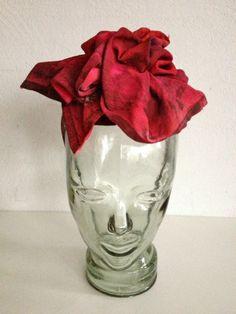 nº 57 SERVILLETA CHAPEUX, ROSSY DE PALMA  Creación de tocado para la cabeza a partir de una servilleta de algodón