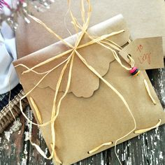 The little envelope (how-to here) is perfect for small gifts–earrings, gift card, or handmade remembrance trinkets.