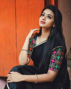 Best Beautiful Indian Actress and Models High Resolution Wallpapers [HD] Pattu Saree Blouse Designs, Blouse Designs Silk, Stylish Blouse Design, Saree Trends, Stylish Sarees, Blouse Models, Elegant Saree, Most Beautiful Indian Actress, Indian Beauty Saree