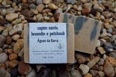 Sabonete artesanal Capim Santo, Lavandin e Patchouli. Vegano, 55% de óleos orgânicos, cold process.