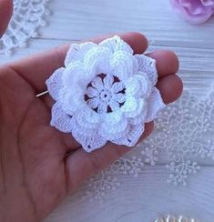 The use of flower can be for sewing,scrapbooking, baby headband, and other hand work. Diy Crafts Crochet, Crochet Bows, Crochet Motifs, Crochet Doilies, Crochet Projects, Crochet Flower Tutorial, Crochet Flower Patterns, Crochet Flowers, Sunburst Granny Square