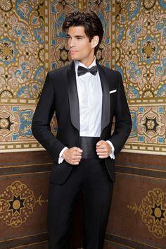 Sposieventi vi presenta la collezione sposo 2018 firmata Andrea Versali Wedding Suit Styles, Black Suit Wedding, Tuxedo Wedding, Wedding Men, Wedding Suits, Wedding Attire, Groom Tuxedo, Tuxedo For Men, Groom And Groomsmen