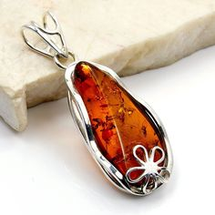 'Blooming Flower' Sterling Silver Natural Healing Baltic Amber Pendant