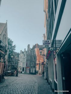 A 2 day Amsterdam itinerary with sightseeing and travel tips, and a quick day trip to the countryside. Find out how we spend 2 days in Amsterdam itinerary. 2 Days In Amsterdam, Amsterdam Map, Amsterdam Itinerary, Amsterdam Red Light District, Visit Amsterdam, Lloyd Hotel Amsterdam, Dam Square, Old Churches, Short Trip
