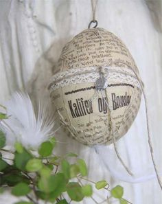 Huevo de Pascua con papel reciclado • Recycled paper easter egg