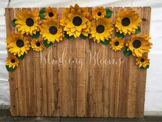 10 Stunning Sunflower Party Design Ideas For Your Wedding Reception Dekoration Sunflower Birthday Parties, Sunflower Party, Sunflower Baby Showers, Masha Et Mishka, Paper Sunflowers, Growing Sunflowers, Paper Flower Backdrop, Backdrop Ideas, Festa Party