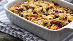 Vegan Bread Pudding Recipe Luxury the Best Vegan Bread Pudding Recipes to Treat Yourself Vegan Bread Pudding, Vegan Banana Bread, Pudding Recipes, Dinner Under 300 Calories, Low Budget Meals, Pasta With Meat Sauce, Stovetop Mac And Cheese, Overnight Breakfast Casserole, Pudding Ingredients