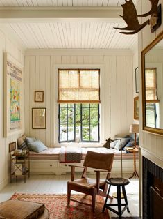 Have you ever seen a window seat you didn't like? In fact, having a window seat is up there at the top of our wish list for the new house, along with a… Elle Decor, Small Living, Living Spaces, Living Rooms, Modern Living, Cottages Anglais, Style Cottage, Cozy Cottage, English Cottage Style