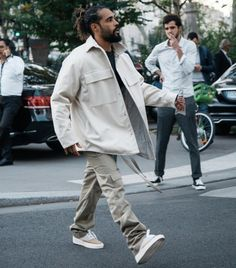 Jerry Lorenzo (fear of God) wearing own design line. Winter Jerry Lorenzo (fear of God) wearing own design line. Fashion Images, Look Fashion, Mens Fashion, Fashion Outfits, Men Style Tips, Casual Street Style, Swagg, Streetwear Fashion, Street Wear