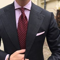 """Tom is wearing a Viola Milano """"Floral Print 3-fold handrolled - Burgundy/Pink"""" tie, Classic striped slimline - Pink/White shirt, """"Classic Shoestring Cotton/Linen - Pink"""" pocket square & """"Double Braided Italian Leather - Black"""" bracelet"""". ➡️ shop online with worldwide shipping at www.violamilano.com  #violamilano #handmade #madeinitaly #luxury #style #menswear"""