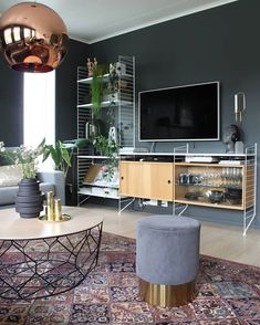 String System with one high bay and two short. Gives space for a television or artwork. New Living Room, Home And Living, Living Spaces, Home Office Decor, Home Decor Bedroom, Living Room Inspiration, Interior Design Inspiration, String Regal, String Shelf