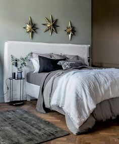 The new autumn-winter 2018 catalog by French brand La Redoute shows two sides of home comfort during this coldest period of the year - mountain chalet and ✌Pufikhomes - source of home inspiration Home Furnishing Accessories, Home Furnishings, Tinted Mirror, Interior Styling, Interior Design, Cosy Bedroom, Structure Metal, Home Comforts, Low Shelves