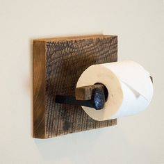 ~~~~~~ DESCRIPTION ~~~~~~~ Toilet paper holder is made from reclaimed barn wood and authentic railroad spikes. To add or remove toilet paper,