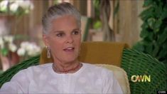 Ali MacGraw talks to Oprah about why she finally let her hair go natural - and she looks fabulous! :)