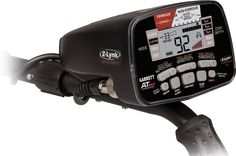 Detektor kovů Garrett AT MAX Inter. - Detektor kovů Garrett AT MAX je nejnovějším přírůstkem do rodiny prémiových detektorů kovů řady Garrett AT. Disponuje nejmodernější vestavěnou Z-Lynk technologií, což je integrovaný vysílač, který přenáší zvuk do sluc... Technology