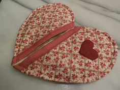 Fabric Obsession: Heart Pot Holder Tutorial (scroll down page)