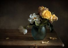 Wallpaper by section: Flowers Still Life Photography, Nature Photography, Flower Photography, Still Life Flowers, Still Life Drawing, Green Vase, Italian Artist, Beautiful Lights, Bouquet
