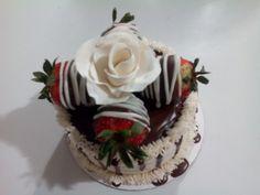 mini strawberry cake by bananayummies.com