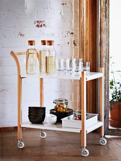 IKEA PS 2017 sidobord på hjul, IKEA 365+ karaff, IKEA 365+ glas, IKEA 365+ vinglas.