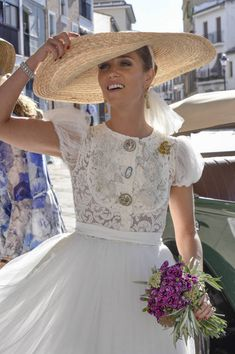 Isabel Muñoz-Rojas, a lo ley bride. Hat and dress by Roberto Diz Bridal Hat, Bridal Headpieces, Bridal Style, Bride Gowns, Bridal Dresses, Wedding Gowns, Most Beautiful Wedding Dresses, Boho, Celebrity Weddings