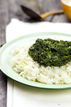 Ethiopian Spinach Stew (Gomen Wot), a simple and delicious dish. Spinach beautifully stewed to bring you a smooth and velvety texture. Yummy Vegetable Recipes, Side Dish Recipes, Whole Food Recipes, Vegetarian Recipes, Cooking Recipes, Healthy Recipes, Yummy Recipes, Side Dishes, Dinner Recipes