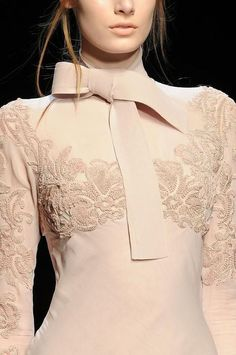 Ermanno Scervino at Milan Fashion Week Fall 2014 - Details Runway Photos Couture Details, Fashion Details, Love Fashion, Runway Fashion, High Fashion, Womens Fashion, Fashion Design, Milan Fashion, Glamour