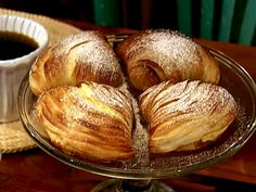 This was the most delicious pastry I ate while I was in Italy! I had it while visiting Pompeii. Sfogliatella recipe from Alex Guarnaschelli via Food Network Sfogliatella Recipe, Food Network Recipes, Food Processor Recipes, Croissant Brioche, Italian Desserts, Italian Pastries, Italian Cookies, Italian Foods, Oranges And Lemons