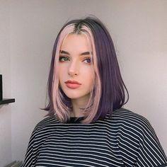 Popular best hair color ideas for teens girls worth trying Hair Color Streaks, Hair Color Purple, Hair Dye Colors, Cool Hair Color, Hair Highlights, Blonde Streaks, Short Bob Hairstyles, Pretty Hairstyles, African Hairstyles