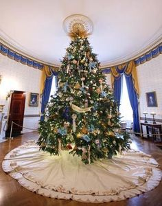 The Obama's 2010 Christmas tree.